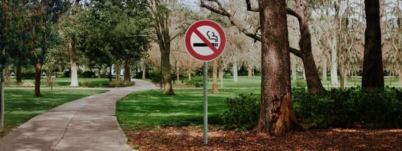 Des espaces publics sans tabac… Quelle(s) législation(s) ?
